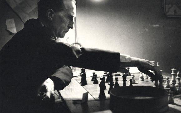 marcel-duchamp-playing-chess.jpg